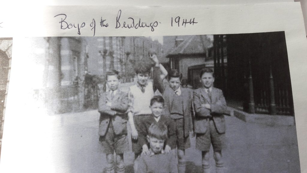 Boys living in the Samuel Lewis Buildings during WW2 91939-45). (c) Mavis Ring