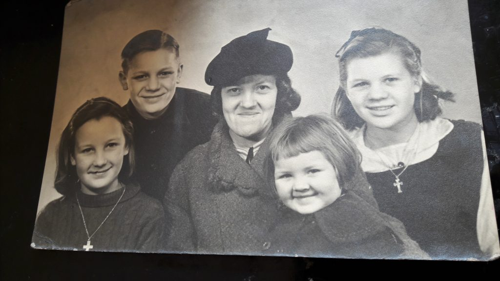 L-R Gladys, John, mum Maud, baby Maureen and big sister Joyce. (c) Gladys Muchamore